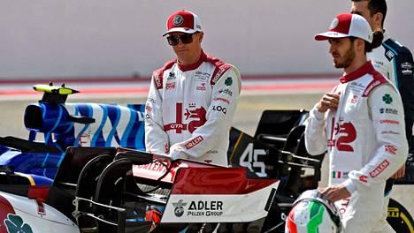 Kimi Räikkönen (vas.) ja Antonio Giovinazzi ovat Alfa Romeon F1-kuskit.