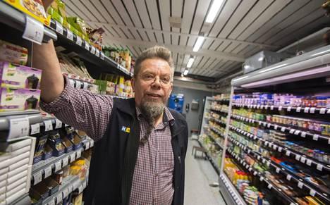 K-Kaupan myyjä Juha Karjalainen.