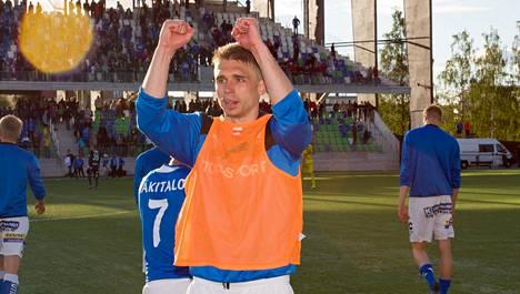 Aleksandr Kokko osui HJK:n verkkoon. Kuva joukkueiden heinäkuun ottelusta Rovaniemellä.