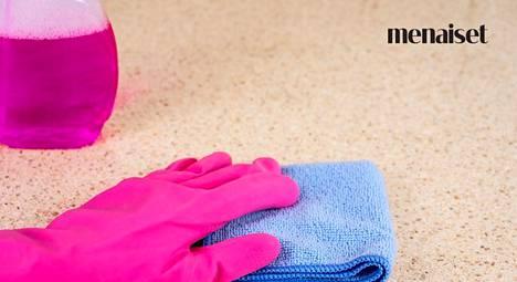 """Keittiön piinallisin siivoustyö saa monet hikoilemaan – insinööri Ellan """"sisäpiiriniksi"""" tekee jynssäyksestä lopun"""