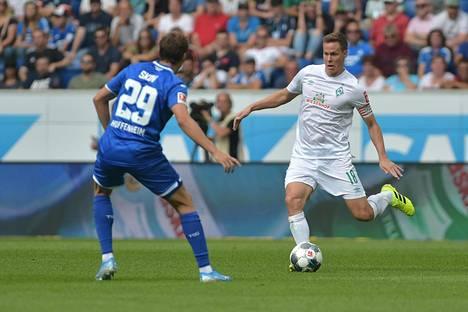 Niklas Moisander (oik.) on Werder Bremenin kapteeni. Hän teki hiljattain jatkosopimuksen seuran kanssa.