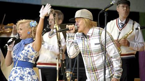 Lavalla esiintyi myös Reggae-artisti Raappana.