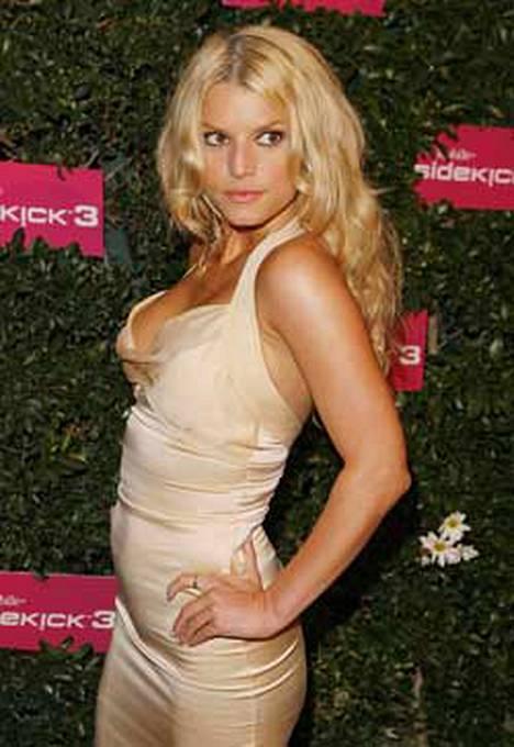 Kuoron miesyleisö kiinnitti jostain syystä liikaa huomiota Jessica Simpsonin ulkomusiikillisiin avuihin.