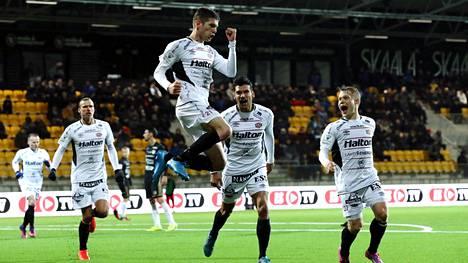 FC Lahden Marko Simonovski tuuletti 1–1-tasoitusta SJK:ta vastaan keskiviikkona. Tänään FC Lahti matkustaa Ilveksen vieraaksi.