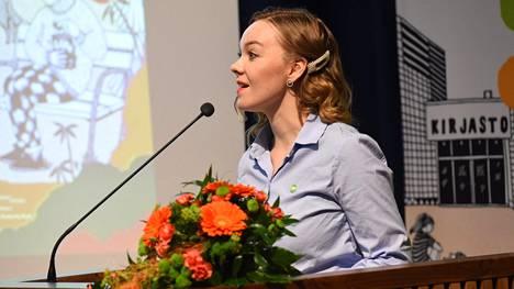 Katri Kulmuni piti poliittisen katsauksen puoluevaltuuston kokouksessa Kalajoella.