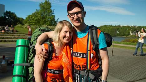 Meri Liukkonen ja Janne Tuunanen osallistuivat liftauskisaan viime vuonna.