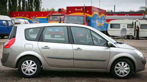 Kuvan kaltainen Renault Scenic oli kaupanteon hetkellä niellyt 270 000 kilometriä.