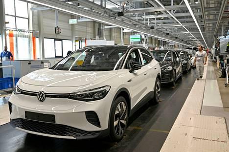 Volkswagen ID.4 -sähköautoja valmistuslinjalla Zwickaussa Saksassa.