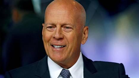 Bruce Willis lähti ostoksille ilman kasvomaskia, vaikka Kaliforniassa maskia tulisi pitää aina kotoa poistuttaessa muutamia poikkeuksia lukuun ottamatta.