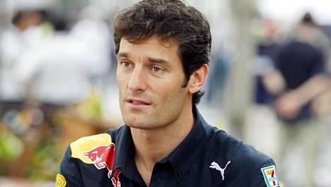 Mark Webber Red Bullin väreissä 2010.