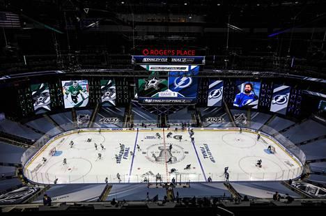 Viime kausi pelattiin loppuun Edmontonin ja Toronton pudotuspelikuplissa.
