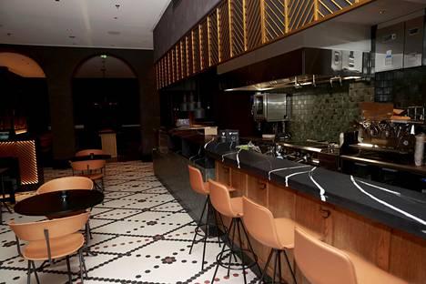 Hotellin Rautatientorin päässä sijaitsevat ravintola, baari ja juhlatilat sekä osa kokoustiloista ja hotellihuoneista.