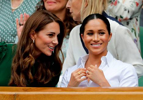 Yleensä kuninkaalliset istuvat Wimbledonissa omassa aitiossaan.