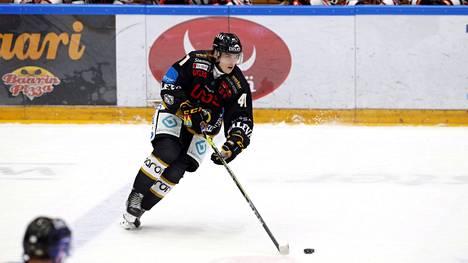 Ville Koivunen, 18, oli Kärppien parhaimmistoa, kun oululaisjoukkue hävisi jatkoajan jälkeen HPK:lle.