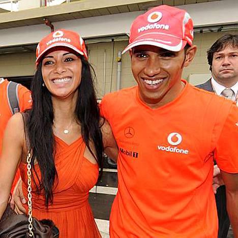Formulatähti Lewis Hamilton ja tanssityttö Nicole Scherzinger ovat seurustelleet toukokuusta lähtien.