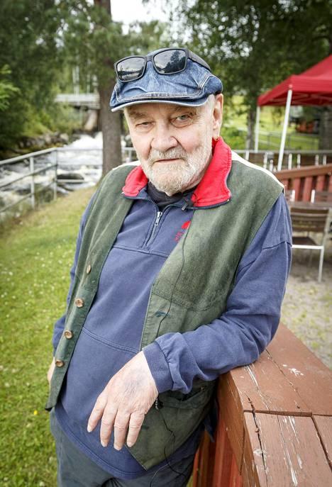 Jukka Virtasen uralle täytyy nostaa hattua. Hän on sanoittaja, käsikirjoittaja, suomentaja, ohjaaja, runoilija, kirjailija, näyttelijä ja juontaja. Viimeisen televisioroolinsa hän teki 2015 Roba-poliisisarjassa.