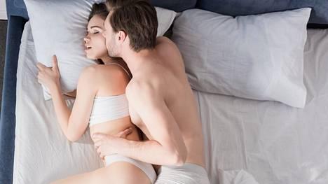 Monelle parille kesäloman aamut ovat hyvä tilaisuus kiireettömään seksiin.