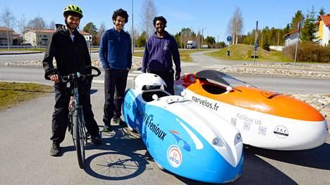 Tim Tevanian, Basile Ploteau ja Zaher Msaidie pyöräilevät Pariisista Pohjois-Norjaan.