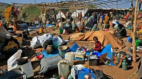 Etiopiasta paenneita ihmisiä Um Raqubam leirissä Sudanissa.