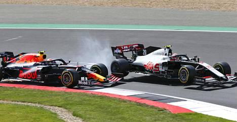Magnussenin kisa Silverstonessa sunnuntaina päättyi lyhyeen tanskalaisen kolaroitua Red Bull -tallin Alexander Albonin kanssa.