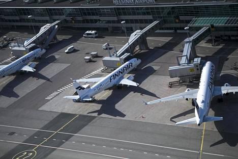 Suojavarusteiden kuljetus tilataan Finnairilta. Ensimmäisen kuljetuslennon tulisi saapua Suomeen maanantaina.