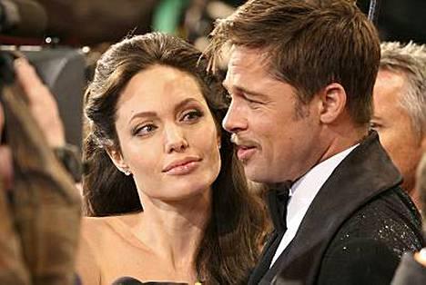 Angelina Jolie ja Brad Pitt kinastelevat lastenhoidosta.