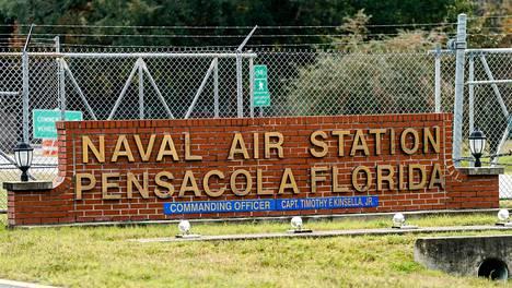 Joukkoampuminen tapahtui Pensacolan tukikohdassa, joka on Yhdysvaltain laivaston ulkomaalaisille antaman sotilaskoulutuksen keskus.
