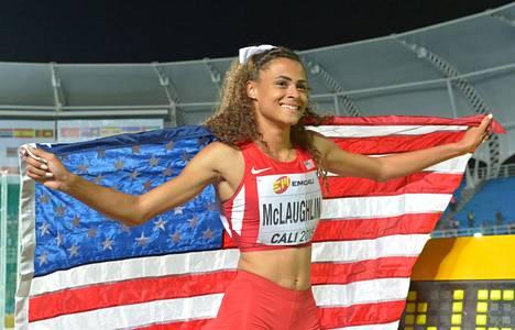 Sydney McLaughlin on yksi tämän hetken kiinnostavimmista yleisurheilijoista. Kuvassa yhdysvaltalainen juhlii alle 17-vuotiaiden maailmanmestaruutta vuonna 2015.