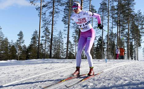Krista Pärmäkosken vetäydyttyä Johanna Matintalo voitti naisten sprintin ylivoimaisesti.