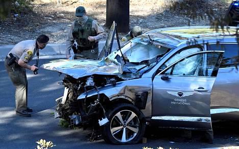 Tiger Woodsin auton etuosa meni onnettomuudessa pahaan kuntoon.