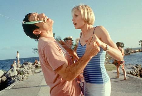 Ted (Ben Stiller) ja Mary (Cameron Diaz) romanssin pyörteissä.