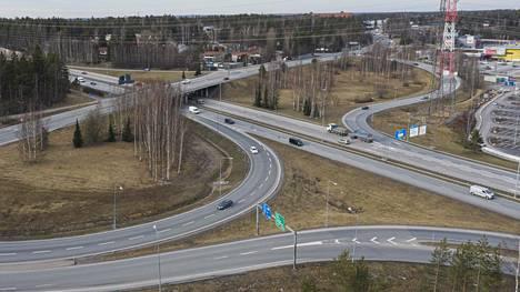 Lahden moottoritien ja kehä kolmosen risteys kuvattuna tiistaina.