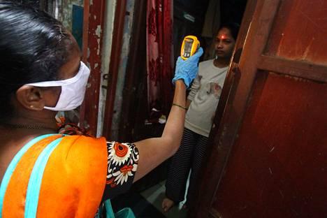 Vaikka koronatapausten trendi on Intiassa kasvava, yli 1,3 miljardin asukkaan maa on tähän mennessä välttynyt pahimmilta epidemian pesäkkeiltä.