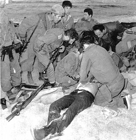 Naharian terrori-isku 1979: Israelin sotilaat yrittävät elvyttää Danny Harania. Terroristiryhmän johtaja Samir Kuntar jäi kiinni mutta pääsi myöhemmin vapaaksi vankienvaihdossa. Hänen kerrotaan saaneen surmansa Israelin ilmaiskussa Syyriassa viime joulukuussa.