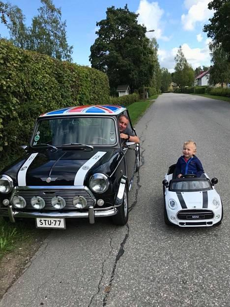 Stuart Proudin 5-vuotiaalla Alexander-pojallakin on oma Mini.