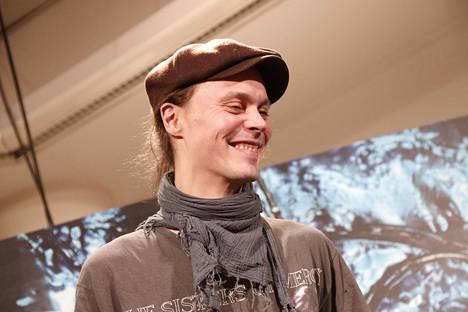 HIM jakoi lokakuussa 2012 nimikirjoituksia Helsingin Stockmannilla.