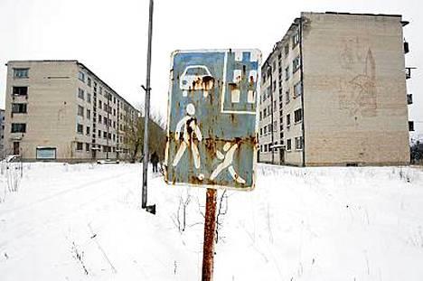 Skrunda-1 sijaitsee Skrundan kaupungin kupeessa 150 kilometriä Riiasta länteen.