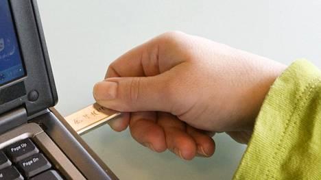 Kun varmuuskopioita tehdään ulkoiselle muistilaitteelle, se tulee irrottaa ja säilyttää tietokoneesta erillään. Tämän lisäksi tarvitaan vähintään toinenkin kopio.