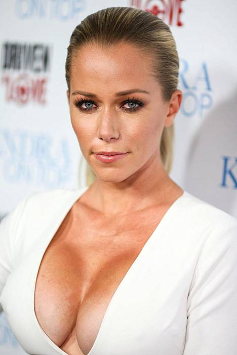 Kendra Wilkinson väittää Holly Madisonin olleen Playboy-kartanossa vain rahan takia.