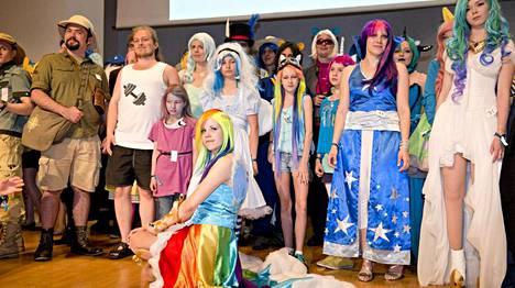My Little Pony: Ystävyyden taikaa -sarjan faneille omistettu Crystal Fair -tapahtuma kokosi faneja Helsingin Finlandia-talolle lauantaina.