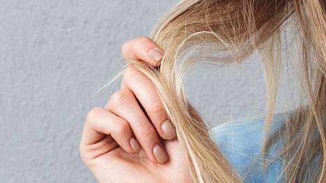 Stressi vaikuttaa ihmisen immuniteetin heikkenemiseen, mikä näkyy päänahassa. Kampaaja kertoo, mitkä neuvot auttavat.