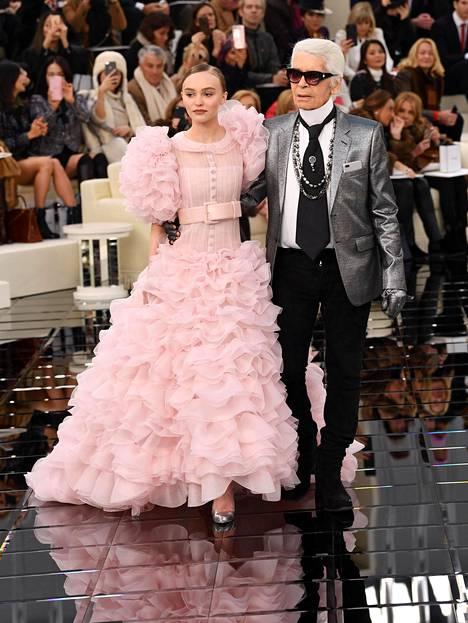Johnny Deppin ja Vanessa Paradisin tytär Lily-Rose Depp oli yksi Lagerfeldin tuoreimmista muusista. Kuva vuodelta 2017.