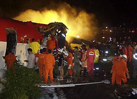 Onnettomuushetkellä Phuketissa oli sateinen myrskysää ja ilmassa voimakasta turbulenssia.