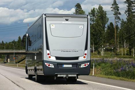 Yli 3,5-tonnisten matkailuautojen enimmäisnopeus on tällä hetkellä 80 km/h.