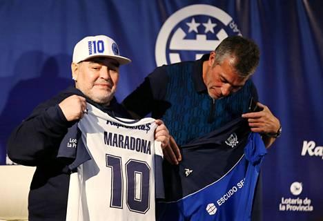 Diego Maradonan viimeiseksi työpaikaksi jäi argentiinalaisseura Gimnasia La Platan valmentajanpesti.