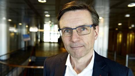 Teknologiateollisuuden toimitusjohtaja Jaakko Hirvola yllättyi Metsäteollisuuden päätöksestä luopua työehtoneuvotteluista.