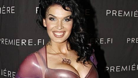 Sini edusti näyttävänä Miss Helsingin finaalissa tammikuussa.
