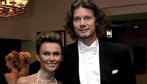 Anne ja Jari Hedman olivat yhdessä Linnan juhlissa vuonna 2005.