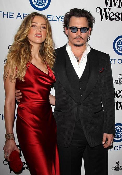 Amber Heard ja Johnny Deppin avioliitto kesti vain 15 kuukautta.