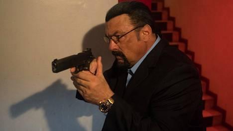 Steven Seagal näyttelee General Commander -elokuvassa kapinallista CIA-agenttia.